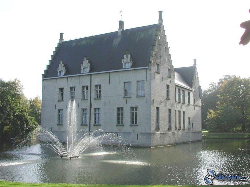 Cortewalle, fontána, jazero