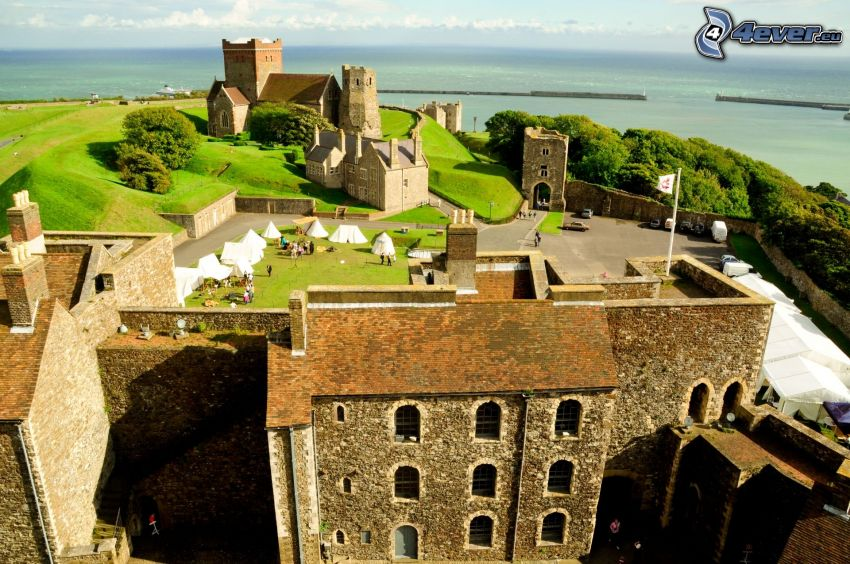 Dover Castle, múry, more