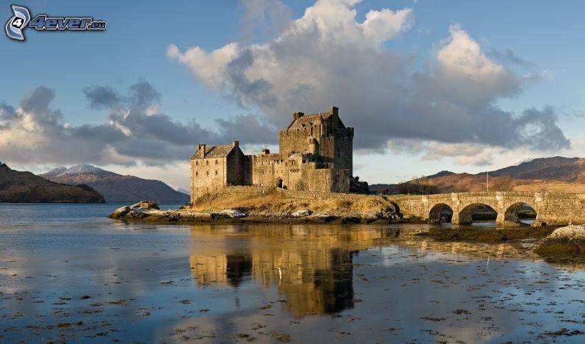 Eilean Donan, kamenný múr, rieka