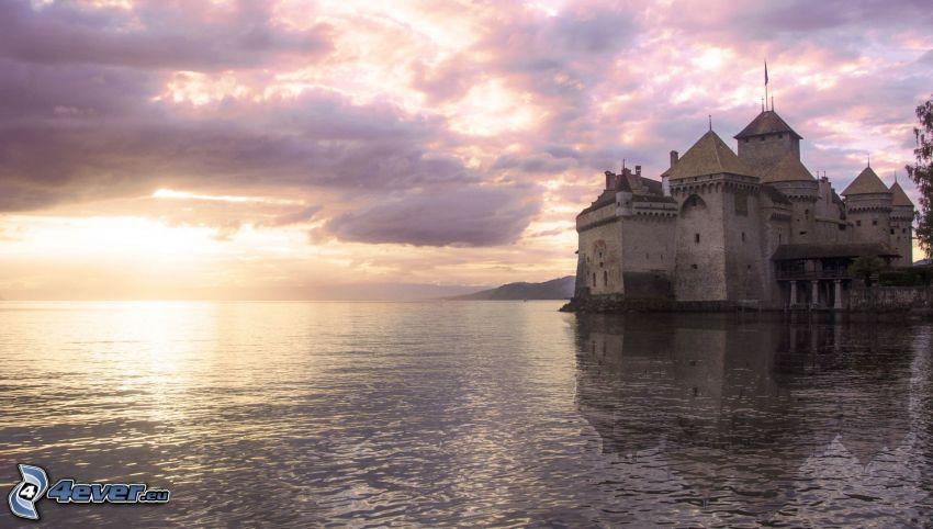 hrad Chillon, západ slnka nad morom