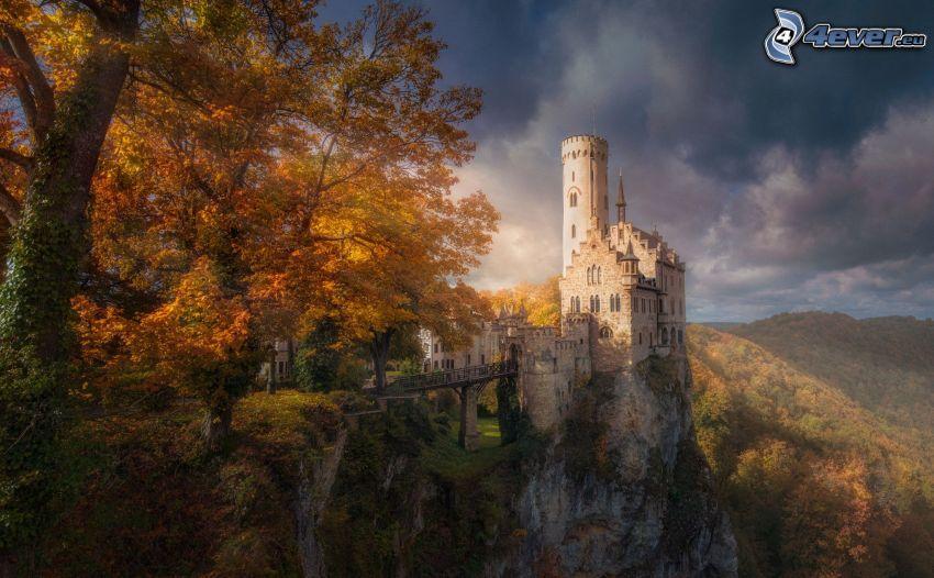 Lichtenstein Castle, jesenný les, HDR