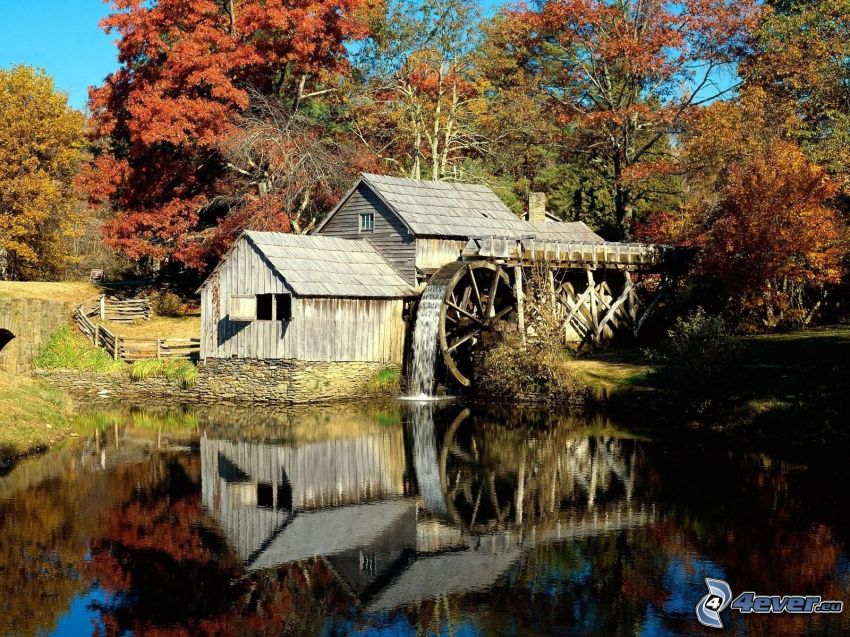 Mabry Mill, jesenné stromy, rieka, odraz
