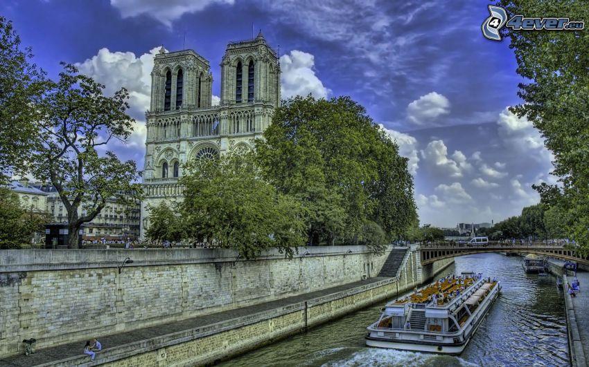 Notre Dame, Seina, Paríž, turistická loď, HDR