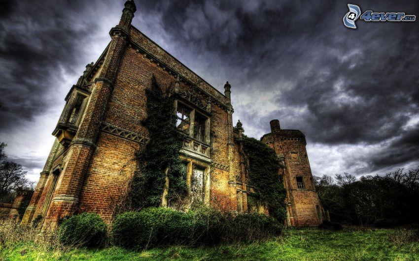Rougham Hall, opustený dom, tmavá obloha, HDR