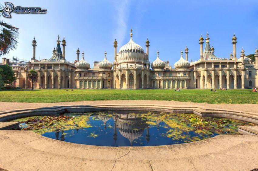 Royal Pavilion, jazierko, lúka