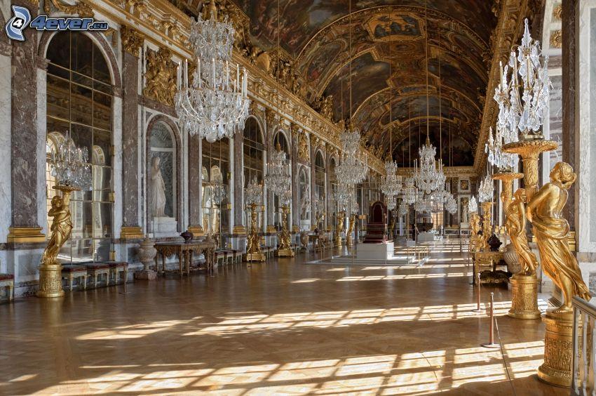 Zámok Versailles, interiér, chodba, svetlá, sochy, lampy