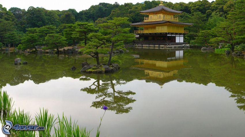 japonský dom, jazero, stromy