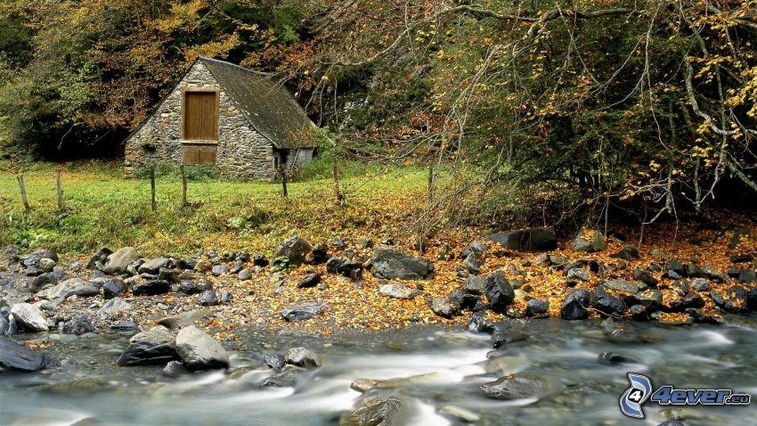kamenný dom, rieka, les, HDR