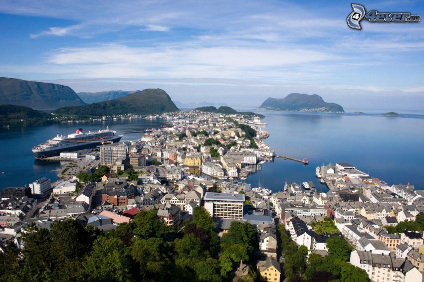 Ålesund, Nórsko, prímorské mestečko, pohorie
