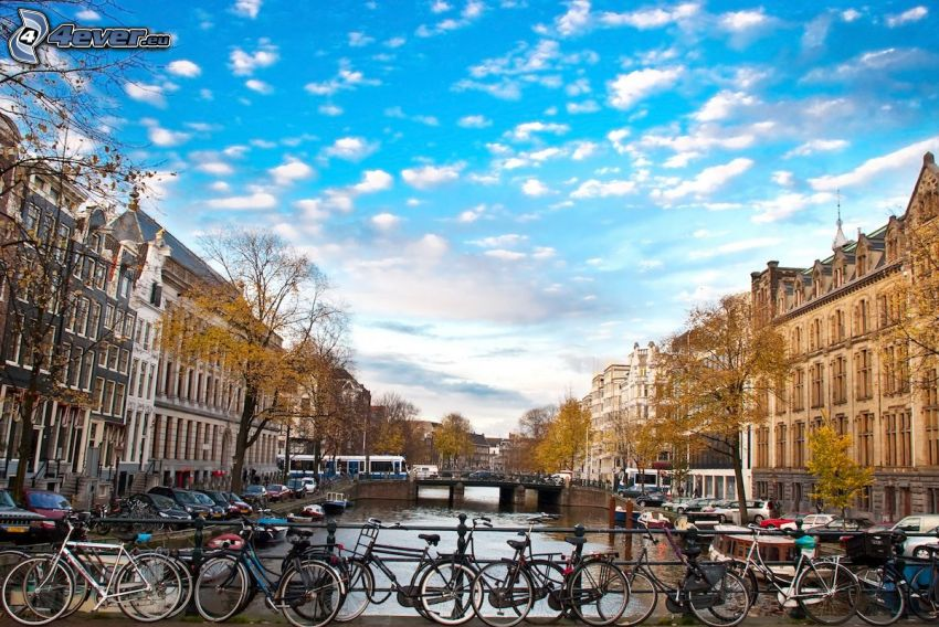 Amsterdam, kanál, mosty, bicykle, domy