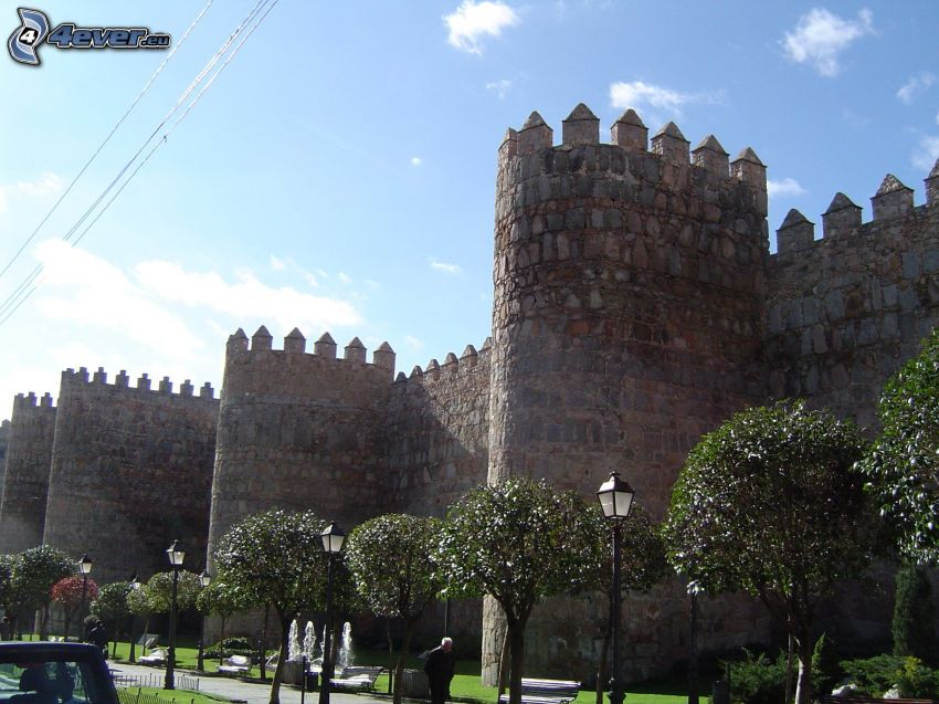 Ávila, Španielsko, hradby, stromy