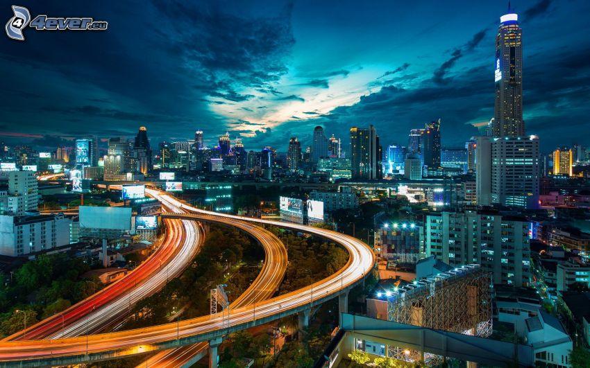 Bangkok, nočné mesto, diaľnica