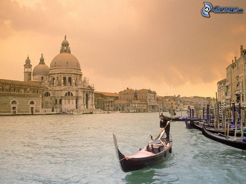 Benátky, čln