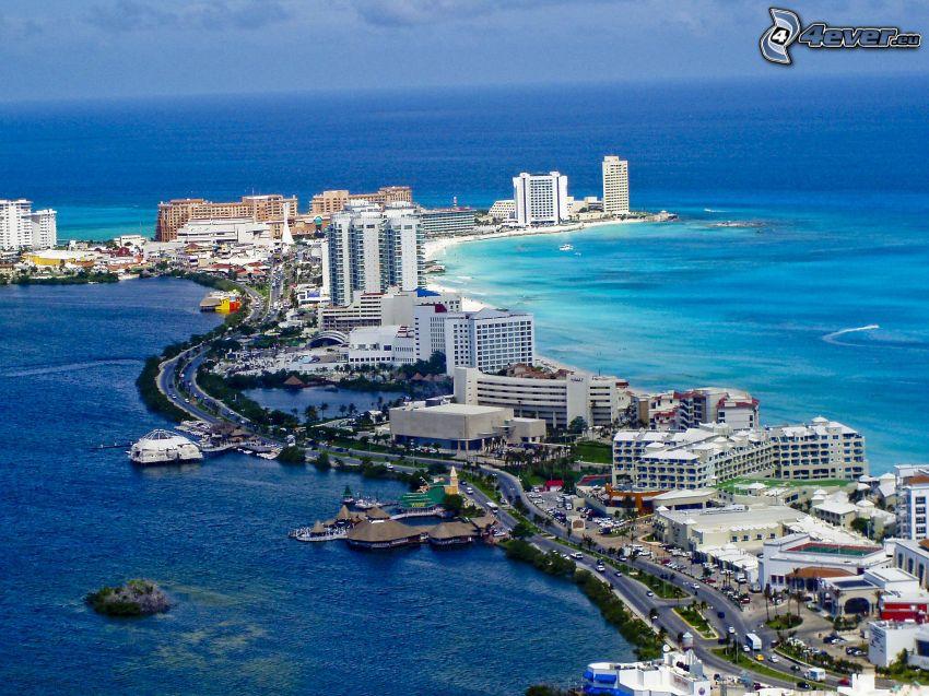 Cancún, prímorské mestečko, mrakodrapy, šíre more