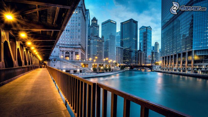 Chicago, mrakodrapy, peší most, rieka, HDR