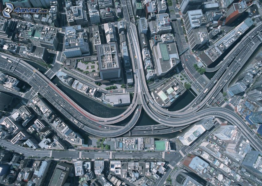 diaľničná križovatka, mesto