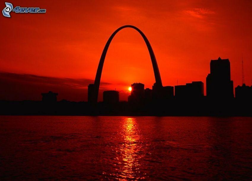 Gateway Arch, St. Louis, západ slnka v meste, silueta mesta, červená obloha