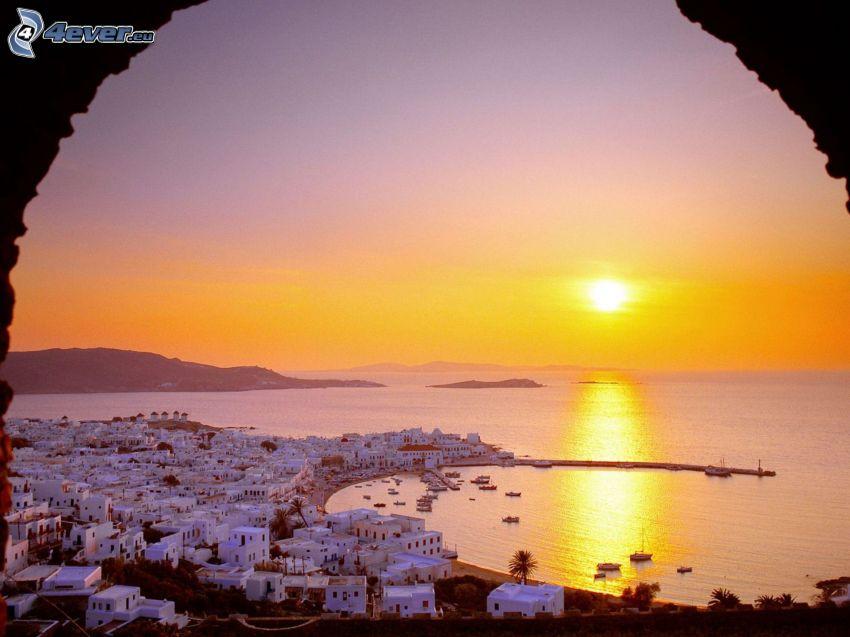 Grécko, západ slnka nad morom, domčeky