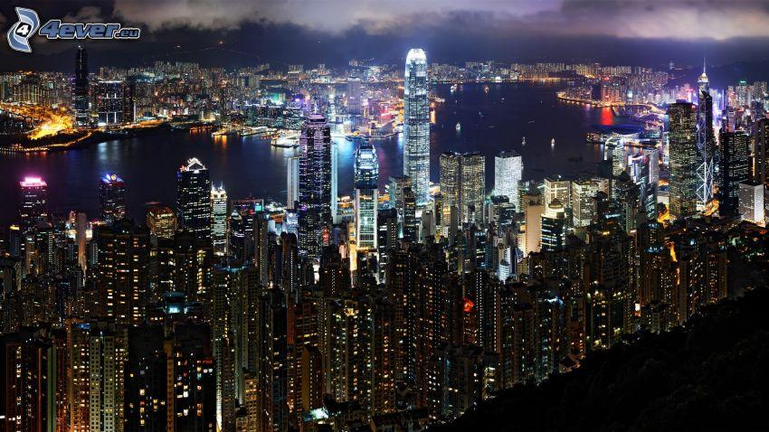 Hong Kong, nočné mesto, mrakodrapy
