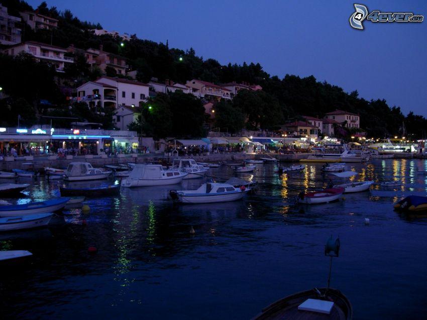 jachtový prístav, člny, večer