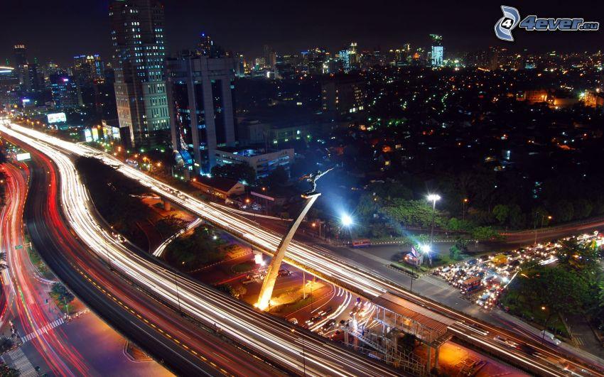 Jakarta, nočné mesto, diaľnica