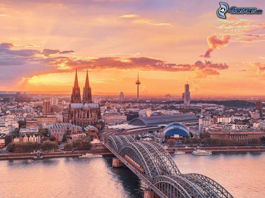 Kolín nad Rýnom, Kolínsky dóm, železničný most, večerné mesto, oranžový západ slnka