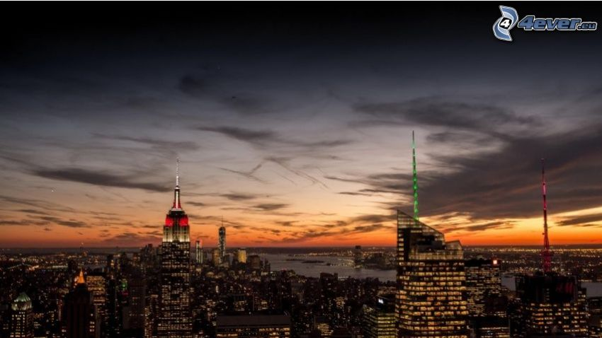 Manhattan, Empire State Building, večerné mesto