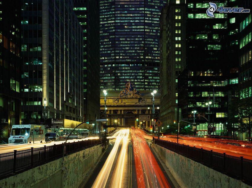 nočná cesta, nočné mesto, svetlá