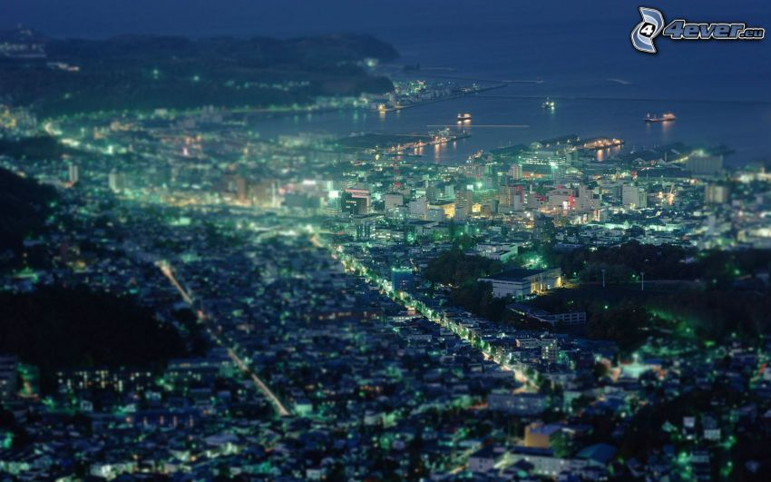nočné mesto, prímorské mestečko