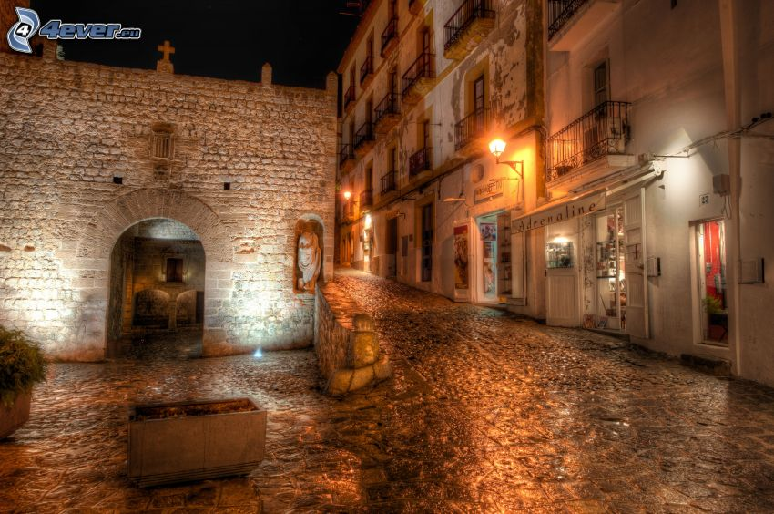 osvetlená ulica, dom, brána, HDR