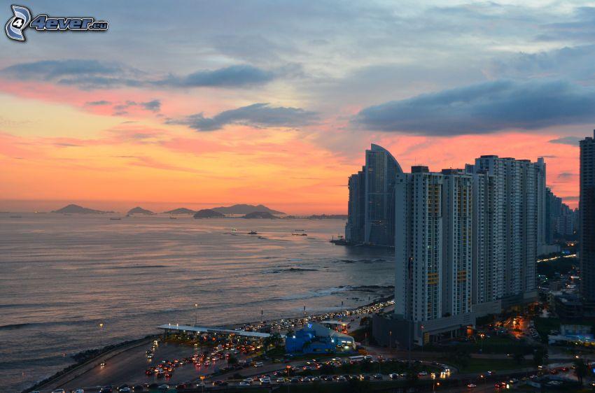 Panama, more, ostrovy, večerné mesto