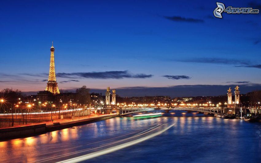 Paríž, Seina, Eiffelova veža, večer