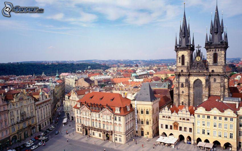 Praha, kostol, domy, námestie, výhľad na mesto