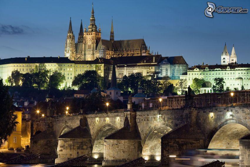 Praha, Pražský hrad, Karlov most, večerné mesto