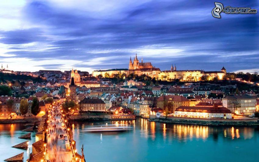 Praha, Pražský hrad, večerné mesto, Vltava