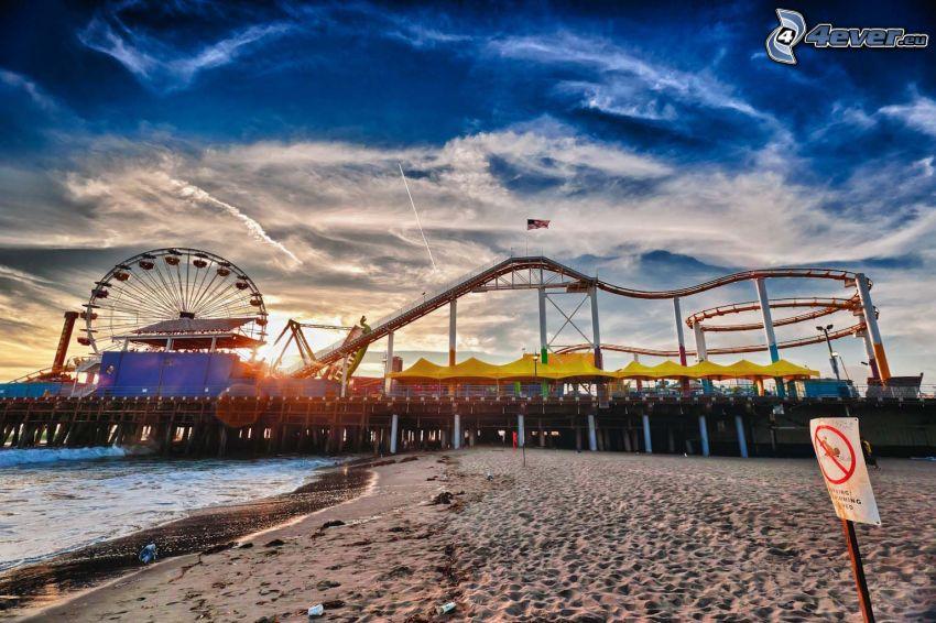Santa Monica, zábavný park, ruské kolo, západ slnka, piesočná pláž