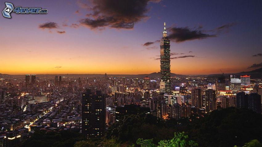 Taiwan, večerné mesto, Taipei 101