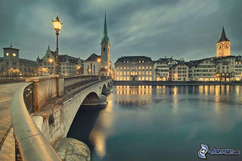 Toledo, osvetlený most, pouličná lampa, rieka