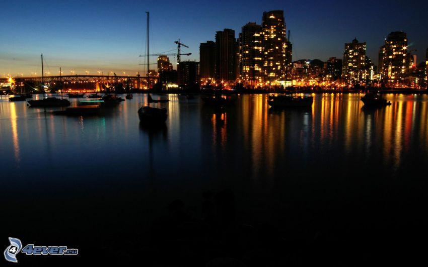 Vancouver, nočné mesto, prímorské mestečko
