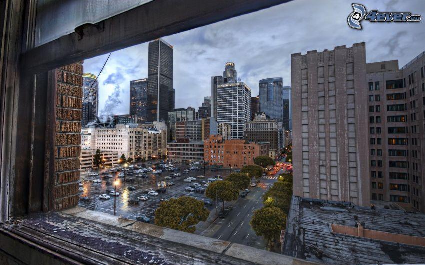 výhľad na mesto, parkovisko, mrakodrapy, HDR