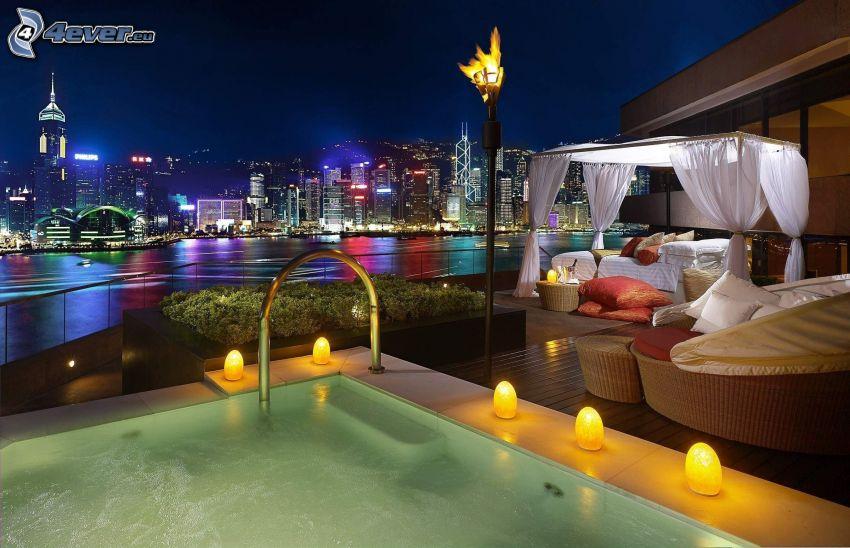 bazén, terasa, večer