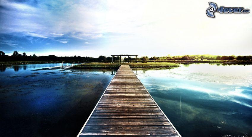 drevené mólo, jazero