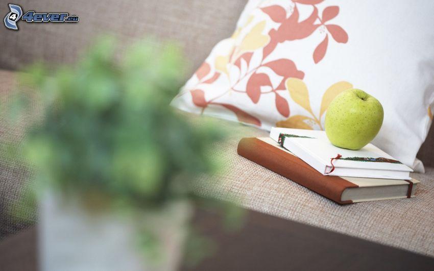 knihy, zelené jablko, gauč, vankúš