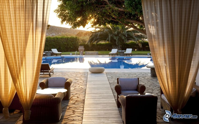 luxusný dom, bazén, kreslá