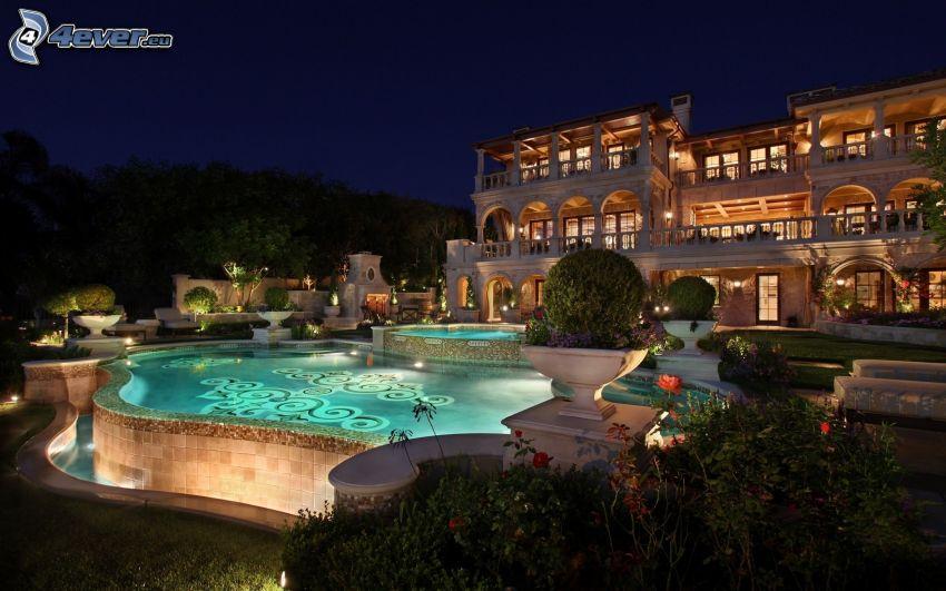 luxusný dom, bazén, noc