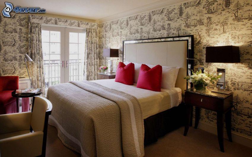 spálňa, manželská posteľ, nočný stolík, okno
