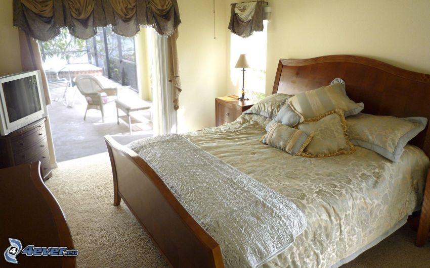 spálňa, manželská posteľ, televízor, terasa