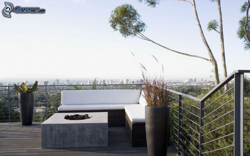 terasa, gauč, výhľad na mesto