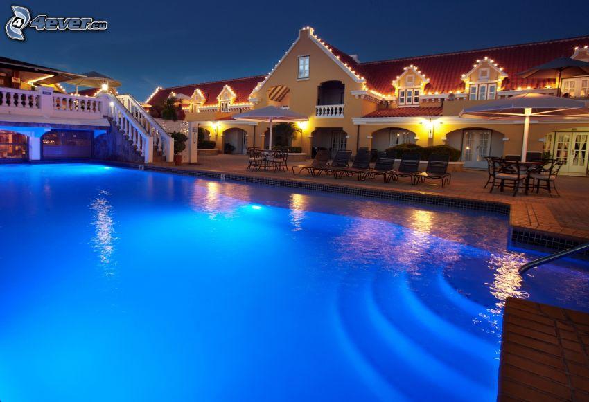 vila, bazén, večer