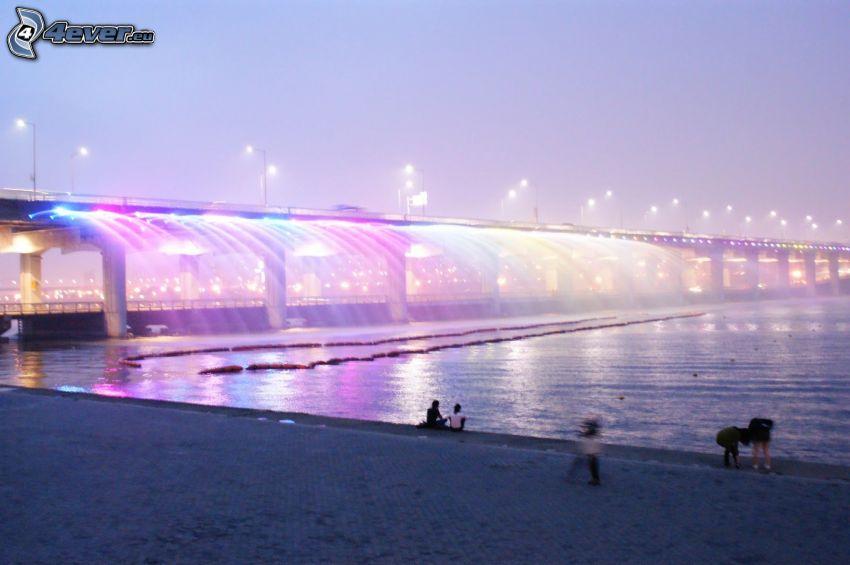 Banpo Bridge, pobrežie, osvetlený most